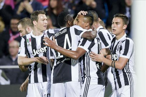 Tong hop: Crotone 1-1 Juventus (Vong 33 Serie A 2017/18)