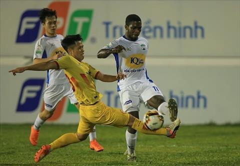 Nhung diem nhan chu y sau vong 4 V-League 2018 hinh anh