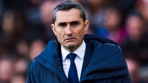 HLV Valverde bi mot nhom cau thu tru cot Barca chat van sau tran thua Roma