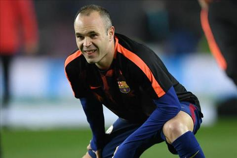 Andres Iniesta binh phuc chan thuong truoc El Clasico hinh anh