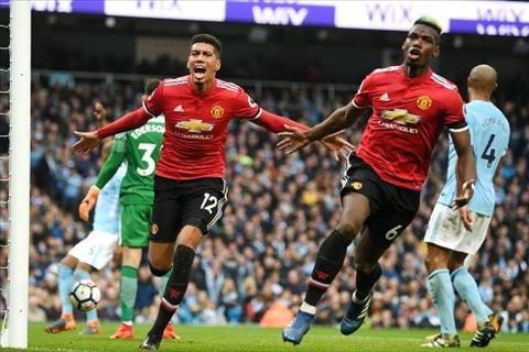 Pogba thi dau tran hay tran do trong mau ao Man Utd thoi Mourinho.