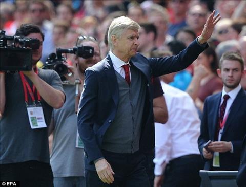 HLV Arsene Wenger cam quan tran derby London cuoi cung va tung bung chien thang Arsenal 4-1 West Ham