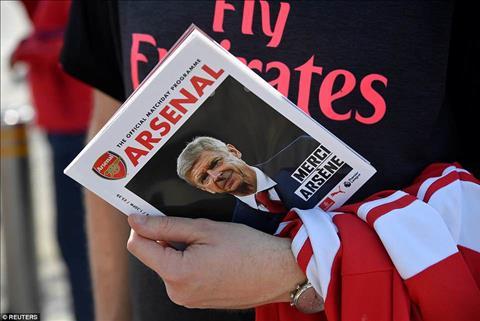 Arsene Wenger ra di, nhung Arsenal se khong sup do nhu Man Utd hinh anh 4