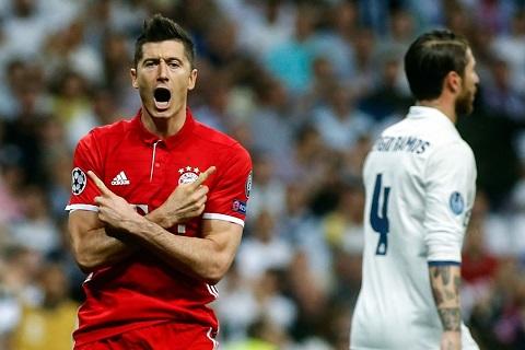 Lewandowski mờ nhạt Màn chào hàng kém cỏi với Real hình ảnh