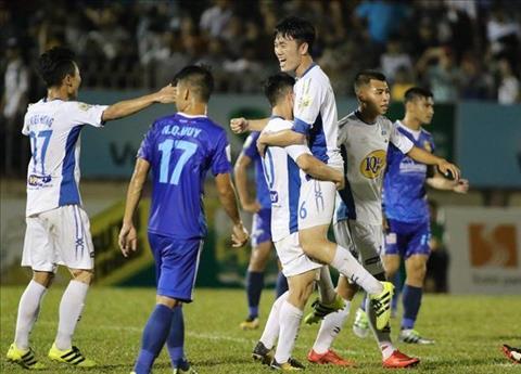 HAGL lot vao tu ket Cup Quoc gia 2018 khi doi thu Quang Nam mac qua nhieu sai lam o hang phong ngu.