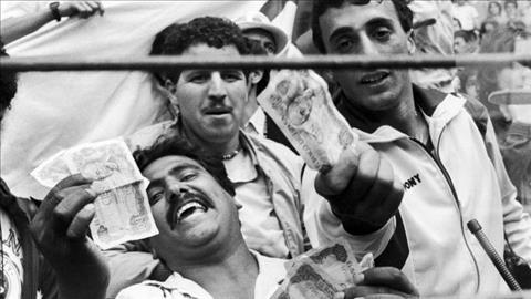 CDV Algeria dot tien Tay Ban Nha de phan doi tinh the thao trong tran dau giua Tay Duc vs Ao tai World Cup 1982.