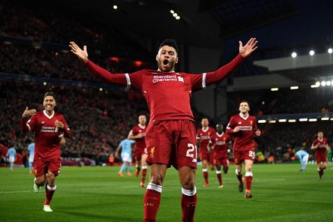 Chamberlain ghi bàn trong trận Liverpool 3-0 Man City