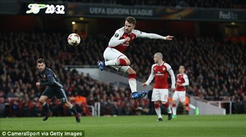 Tran dau Arsenal vs CSKA Moscow Cho gi ma khong troi chat Ramsey hinh anh