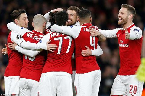 CSKA vs Arsenal Wenger lay Barca canh bao hoc tro hinh anh