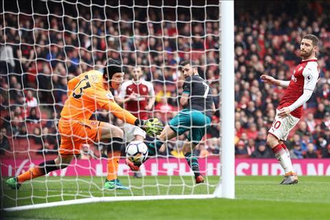 Arsenal vs Southampton Ngay Danny Welbeck cuu roi hang thu hinh anh
