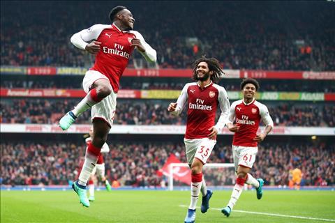 Welbeck giup Arsenal thang Southampton 3-2