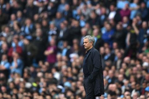 Mourinho trong tran Man City vs MU