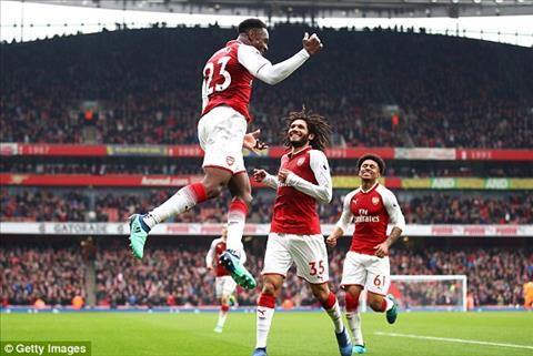 Arsenal thang tran thu 6 tren moi mat tran
