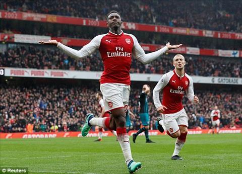 Welbeck mang ve chien thang cho Arsenal
