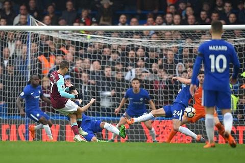 Chicharito go hoa trong tran Chelsea vs West Ham 1-1