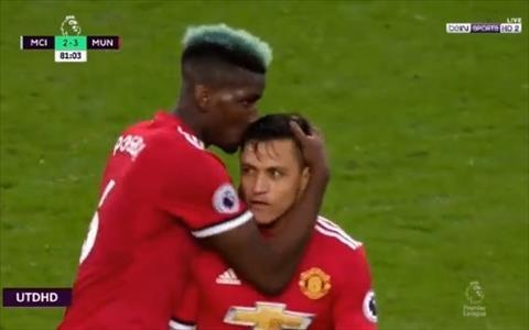 Alexis Sanchez và Pogba trong trận Man City vs MU