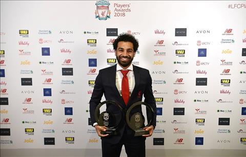 Salah phat bieu ve Liverpool sau khi gianh 2 danh hieu hinh anh