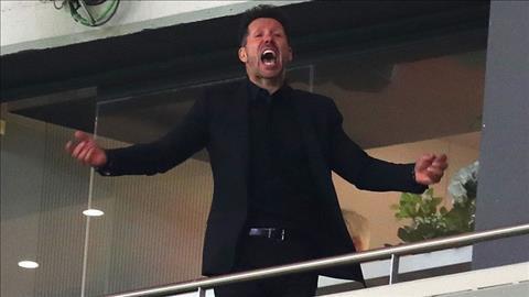Diego Simeone bi cam chi dao trong tran chung ket Europa League.