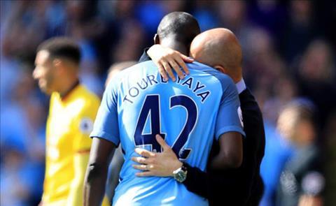 Yaya Toure roi Manchester City: Chia tay ben do ngot ngao3