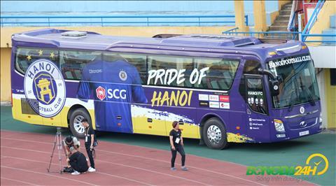 Chiec xe bus cua CLB Ha Noi