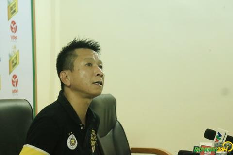 Tro ly Van Sy Son tam thoi chi dao Ha Noi FC thay cho HLV Chu Dinh Nghiem.