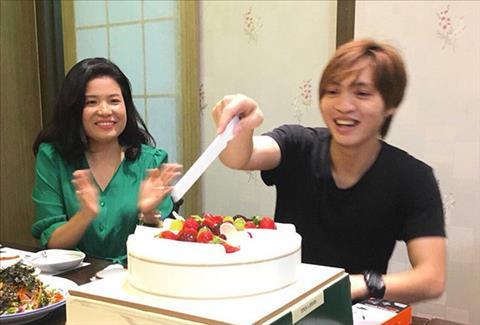 Tiền vệ Tuấn Anh đón sinh nhật ở Hàn Quốc hình ảnh