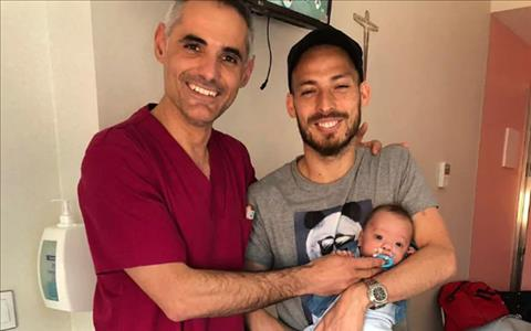 Con trai David Silva trai qua 5 thang nam vien. Anh: NS.