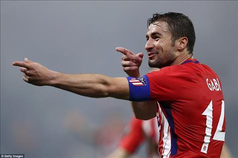 Gabi nuot loi sau khi Atletico Madrid vo dich Europa League.