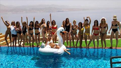 Tiệc chia tay đời độc thân toàn gái xinh của người yêu sao Barca hình ảnh