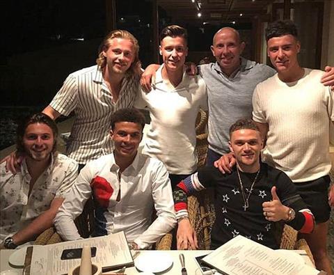 Hai sao Tottenham rủ nhau ăn mừng suất dự World Cup 2018 hình ảnh