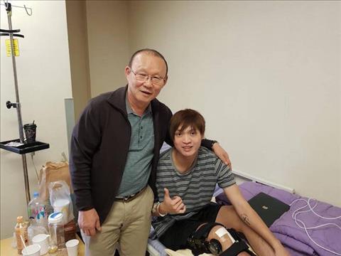 Tuan Anh chan thuong va phai sang Han Quoc dieu tri.