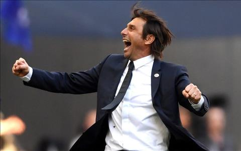 Antonio Conte trong tran Chelsea 1-0 MU chung ket FA Cup 2017/18