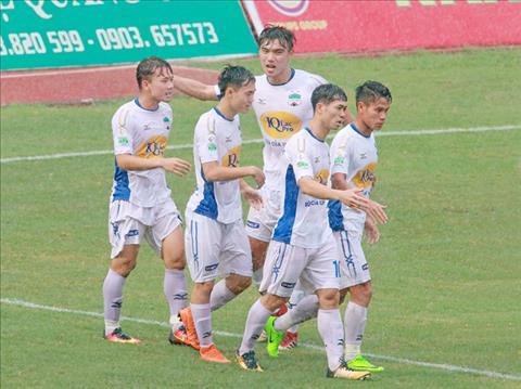Du am vong 8 V-League: Gia Lai mat diem, Ha Noi doc co cau bai