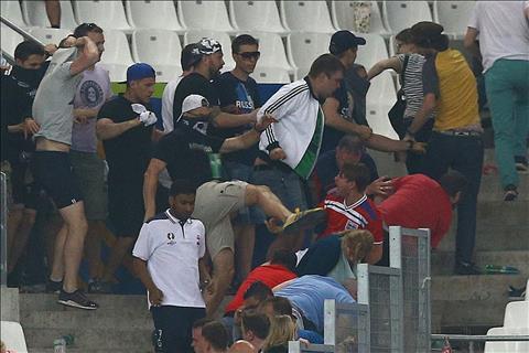 CDV qua khich Nga tung gay nen vu au da noi tieng o Euro 2016.