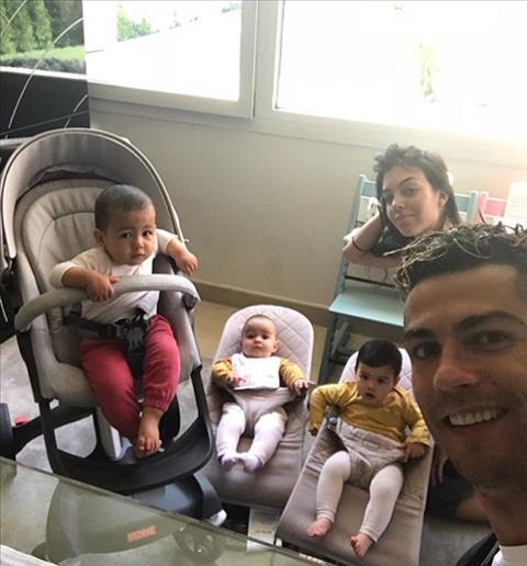 Gia đình Ronaldo khoe ảnh hạnh phúc hình ảnh