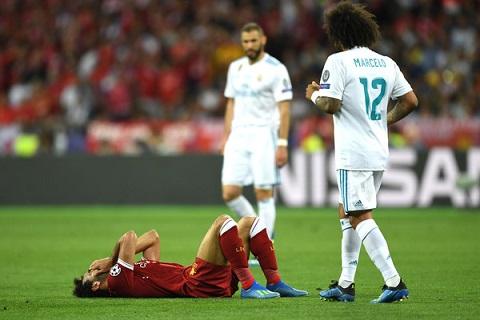 Bị Ramos hạ đo ván, Mohamed Salah chấn thương mất luôn World Cup hình ảnh