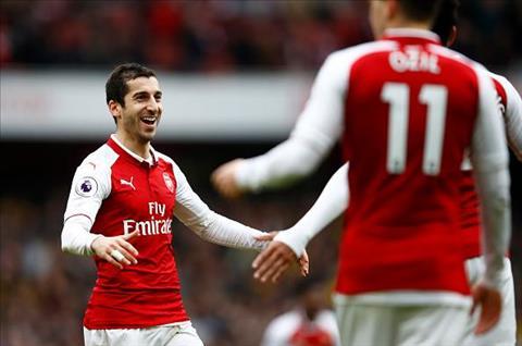 Khong can Ozil, da co Mkhitaryan toa sang trong vai tro nhac truong tran dai thang Arsenal 5-0 Burnley