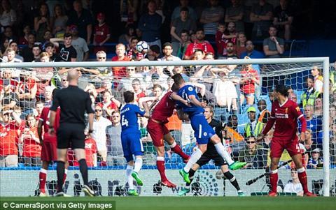 Olivier Giroud ghi ban thang duy nhat tran dai chien Chelsea vs Liverpool