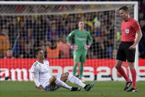 Ronaldo bi dau sau pha va cham