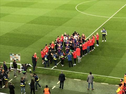 Real khong mung Barca vo dich La Liga, Blaugrana bay ke tra dua hinh anh