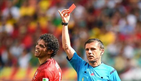 Pepe bi duoi khoi san trong tran thua 0-4 cua DT Bo Dao Nha truoc Duc o vong bang.