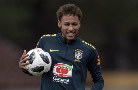 Neymar tren tuyen Brazil