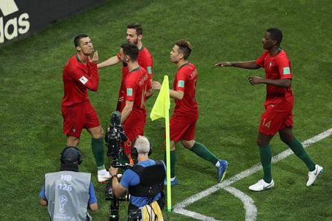 Ronaldo tỏa sáng  rực rỡ trước Tây Ban Nha ảnh 4