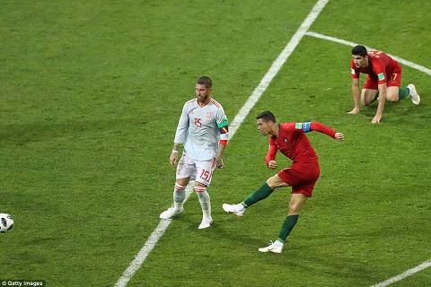 Ronaldo tỏa sáng  rực rỡ trước Tây Ban Nha ảnh 2