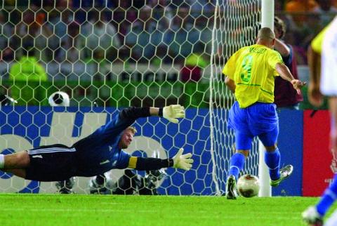 World Cup 2002 va Ronaldo: Vuot qua so hai 2