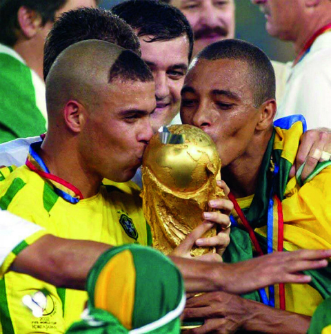 World Cup 2002 va Ronaldo: Vuot qua so hai 7