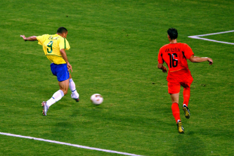 World Cup 2002 va Ronaldo: Vuot qua so hai 4