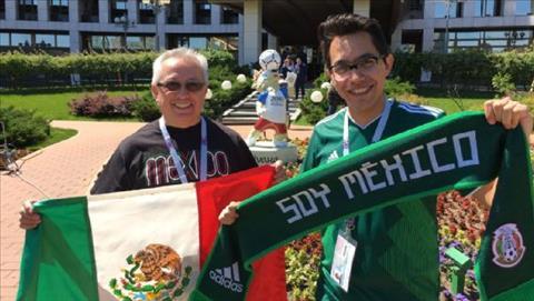 Beto Granados va con trai Roberto den Nga de theo doi DT Mexico.