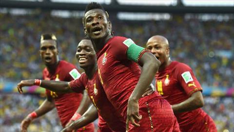 Gyan chung vui cung dong doi sau ban thang vao luoi Duc o World Cup 2014. Anh: AFP.