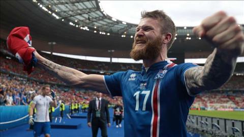 Thu quan Aron Gunnarsson tiet lo thanh cong cua DT Iceland con den tu nhung san bong trong nha.